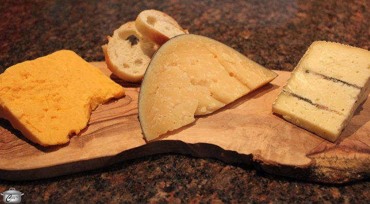 Category winners Black River 5 year old cheddar, Grizzly Gouda and finalist Celtic Blue from Glengarry Fine Cheese.