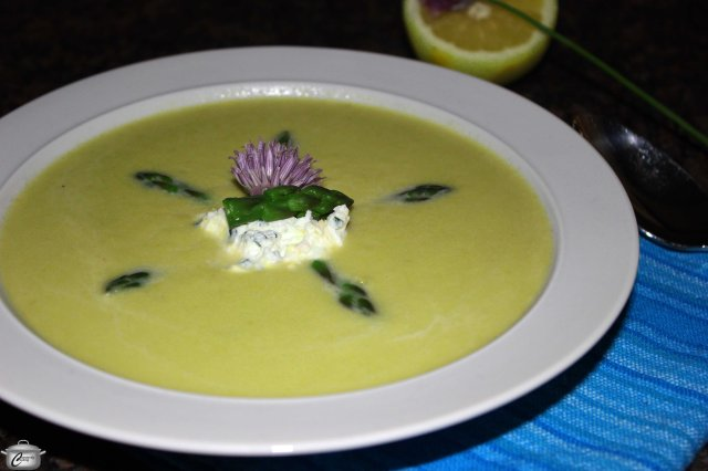 I like to use a little less heavy cream and add a goat cheese garnish to make the flavour of asparagus soup a little more interesting.