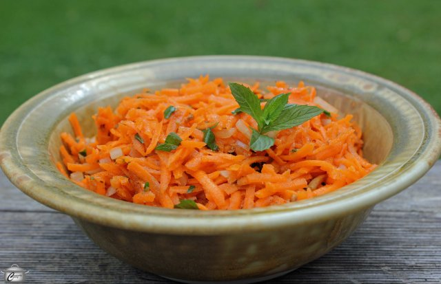 This salad may look plain but it packs a huge flavour punch. Because carrots are raw, it also delivers on the nutritional front!