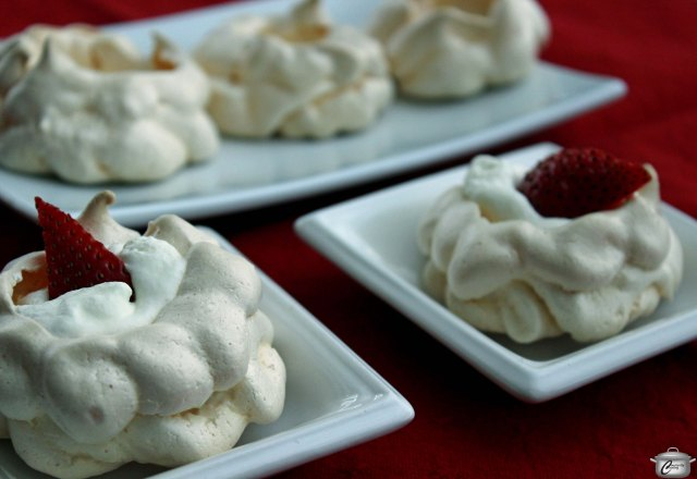 Mini Pavlovas are a fabulous dessert because they are beautiful, delicious and light.