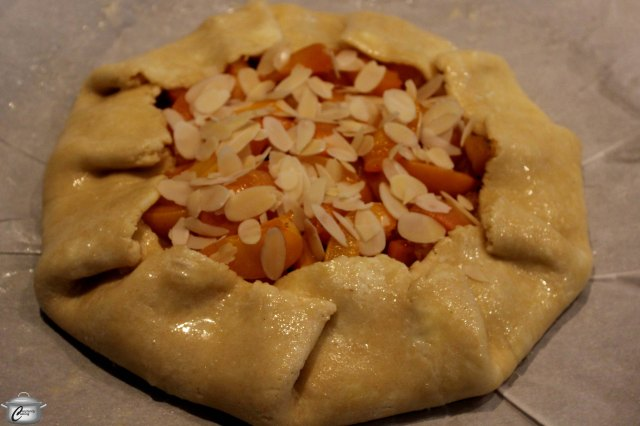 Many people find a freeform pie easier to assemble and serve.