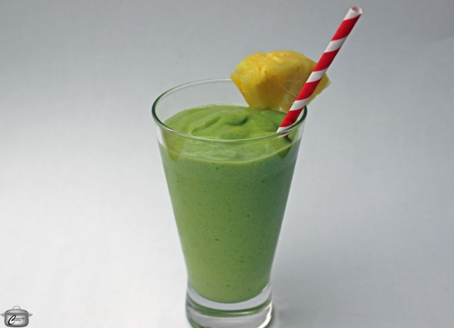Pineapple, banana, avocado and spinach leaves make this smoothie both delicious and nutritious!