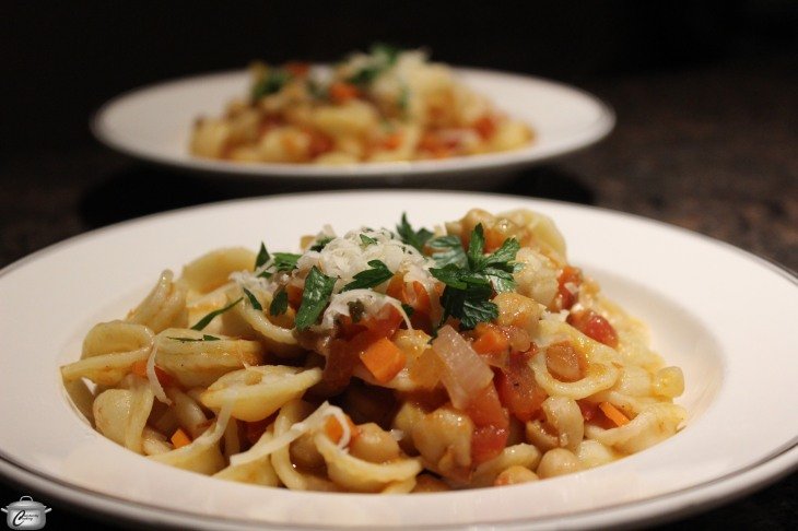 Hearty Vegan Pasta dish with Tomatoes and Chickpeas