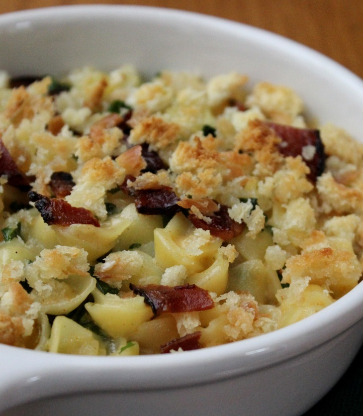 creamy mac 'n cheese with kale and bacon