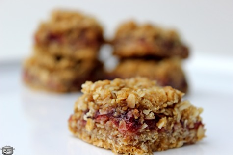 Great for breakfast, brunch, lunch or dessert, these gluten-free fruit crisp bars are easy and delicious.