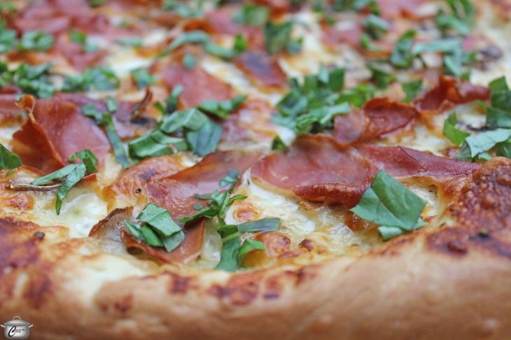 pizza no tomato sauce