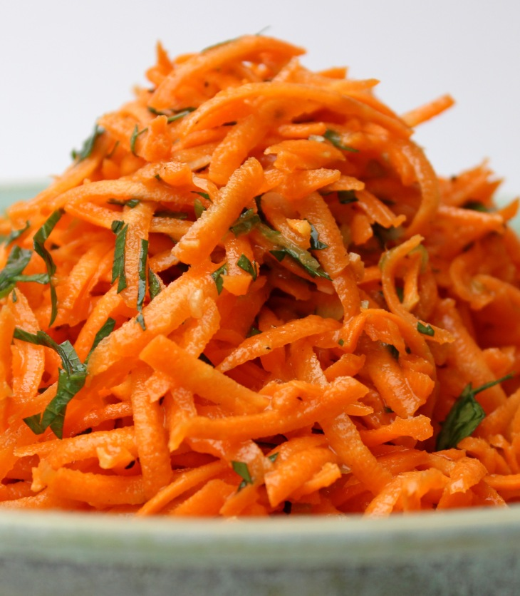 a fast fresh and flavourful carrot salad