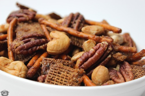 sweet, salty, spicy and crunch, this snack mix is extra-delicious thanks to maple syrup